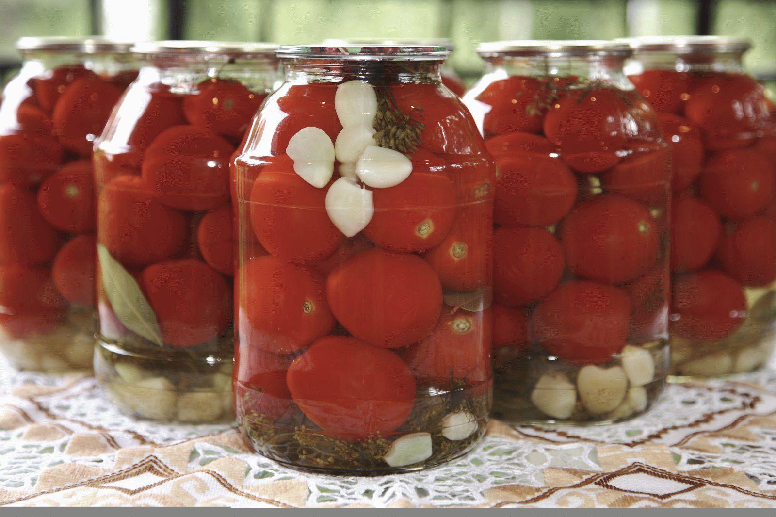Простой консервированный салат из помидоров и 20